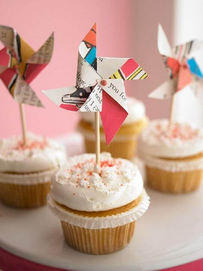 birthday party ideas with cupcakes decorated with cataventos Photo House and Party
