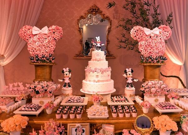 Minnie's party with amazing floral arrangements