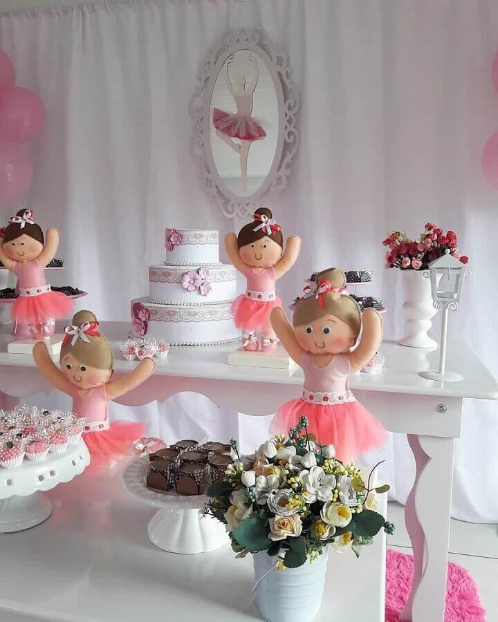 mesa para festa infantil bailarina decorada com bonecas Foto Ni Festas