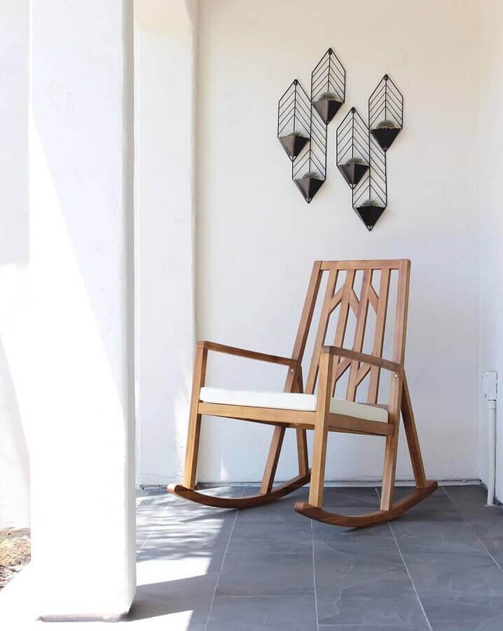 modelo de cadeira de balanço de madeira Foto Jenn Braidwood