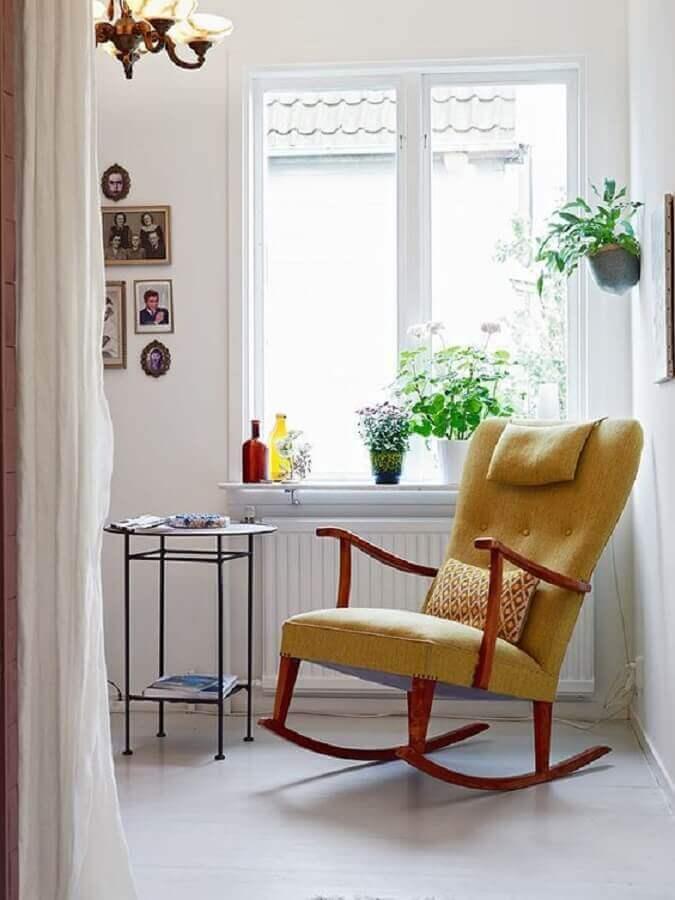 modelo de cadeira de balanço de madeira com estofado amarelo Foto Ideas Casas
