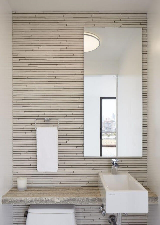 modelo de espelho para lavabo pequeno com decoração clean Foto Madeira Madeira