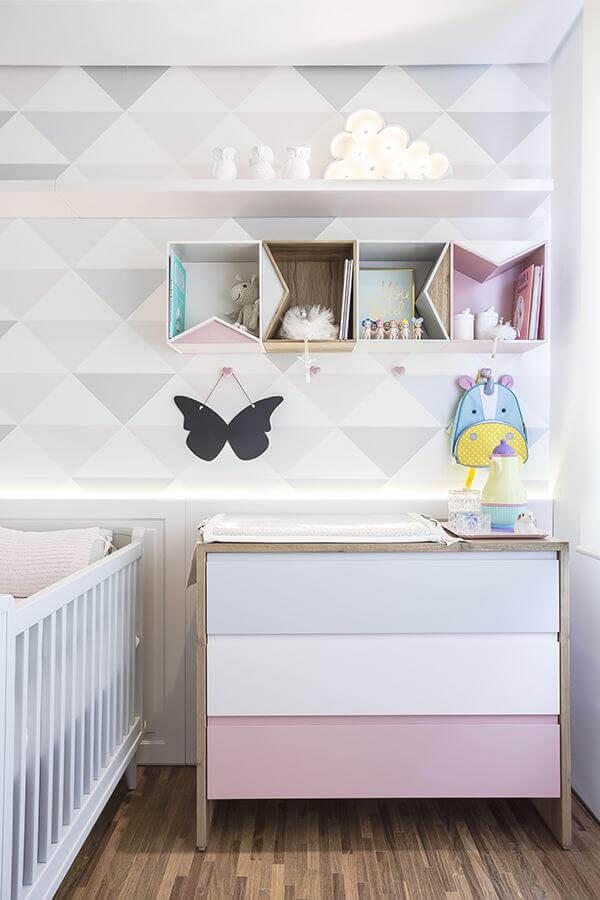 modelo de nichos e prateleiras para quarto de bebê decorado em tons pastéis Foto Pinterest