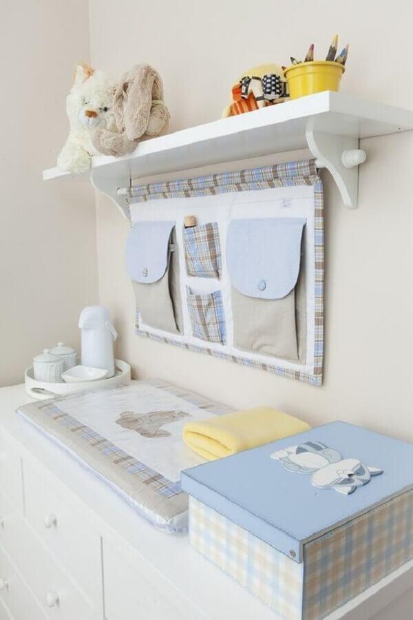 modelo de prateleira com varão para quarto de bebê decorado azul e branco Foto Zozu