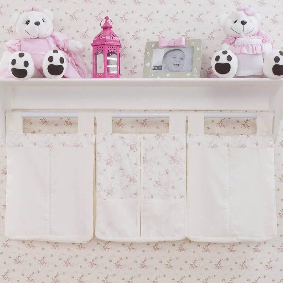 modelo de prateleira de madeira para quarto de bebê Foto Grão de Gente