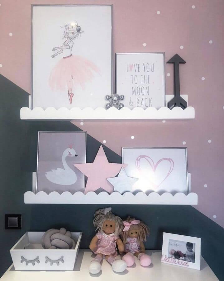 modelo de prateleira para quarto de bebê com detalhes na borda Foto Wood Save