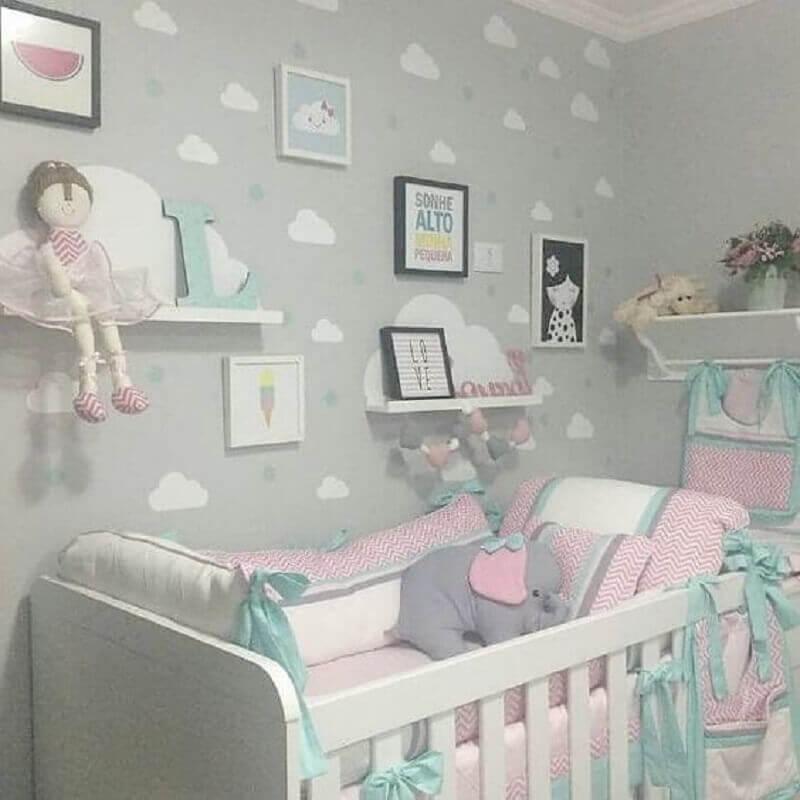modelos diferentes de prateleira para quarto de bebê decorado em tons pastéis Foto Pinterest