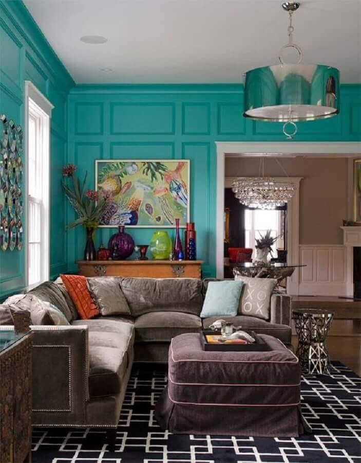 parede verde água para sala com sofá de canto e boiserie Foto Air Freshener
