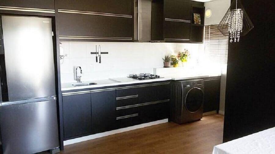 piso de madeira para cozinha preto e branco decorada Foto Nosso Apê Perfeito