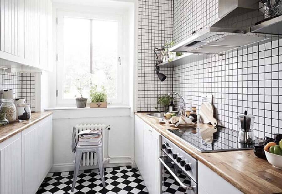 piso para cozinha preto e branco pequena Foto Helena Source
