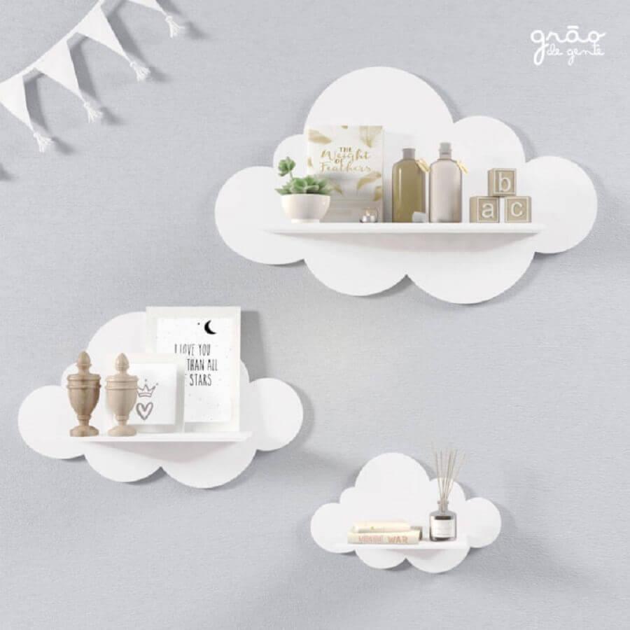 prateleira em formato de nuvem para decoração de quarto de bebê Foto Grão de Gente
