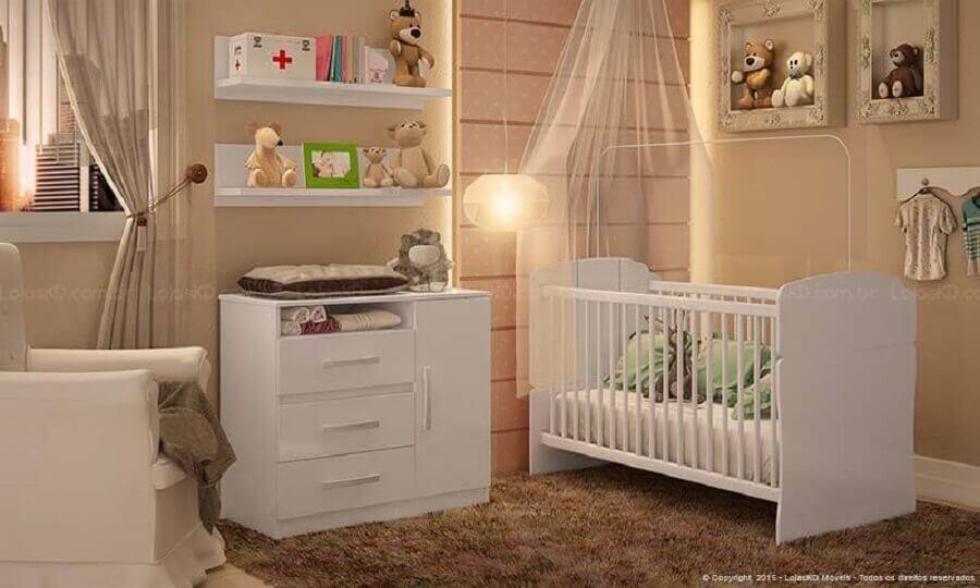 prateleira para quarto de bebê decorado em tons neutros Foto Montacasa