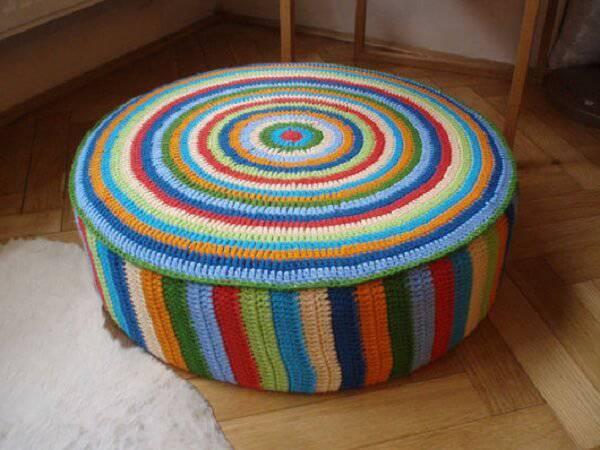Puff redondo para quarto de tricot