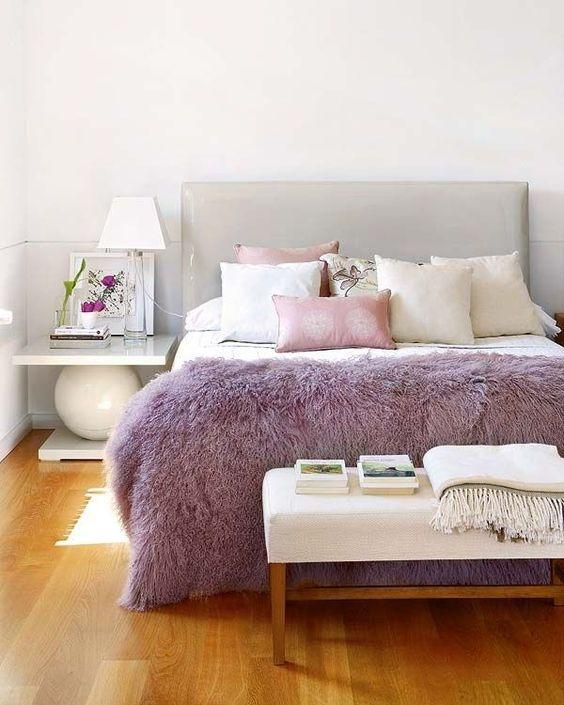 Quarto cor lilás e cinza