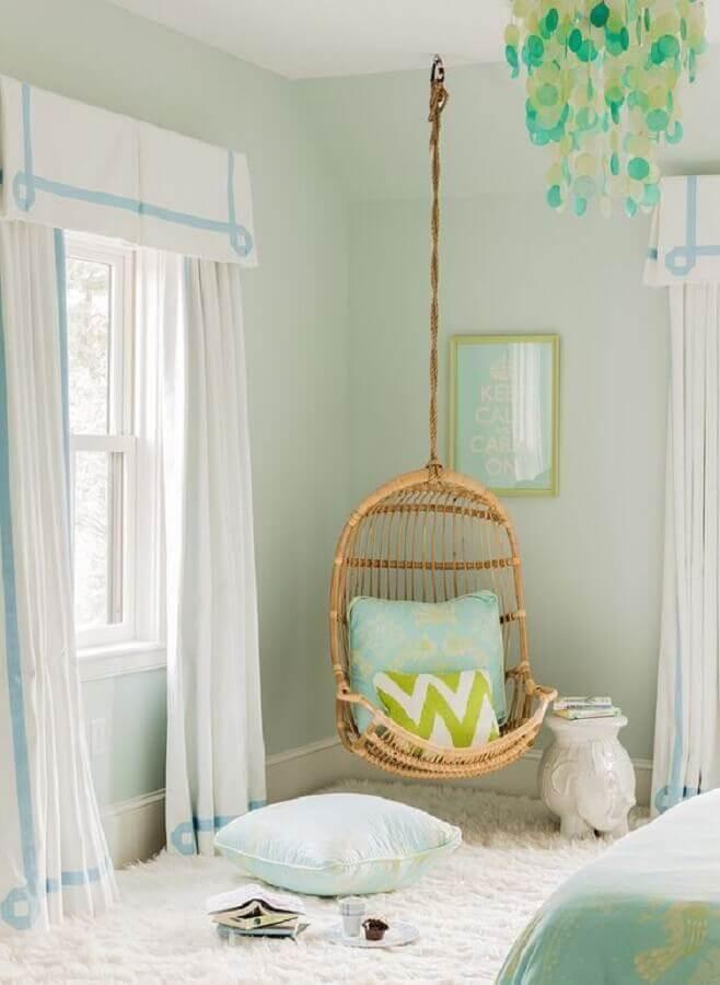 quarto decorado com cadeira de balanço suspensa de vime Foto Design De Maison