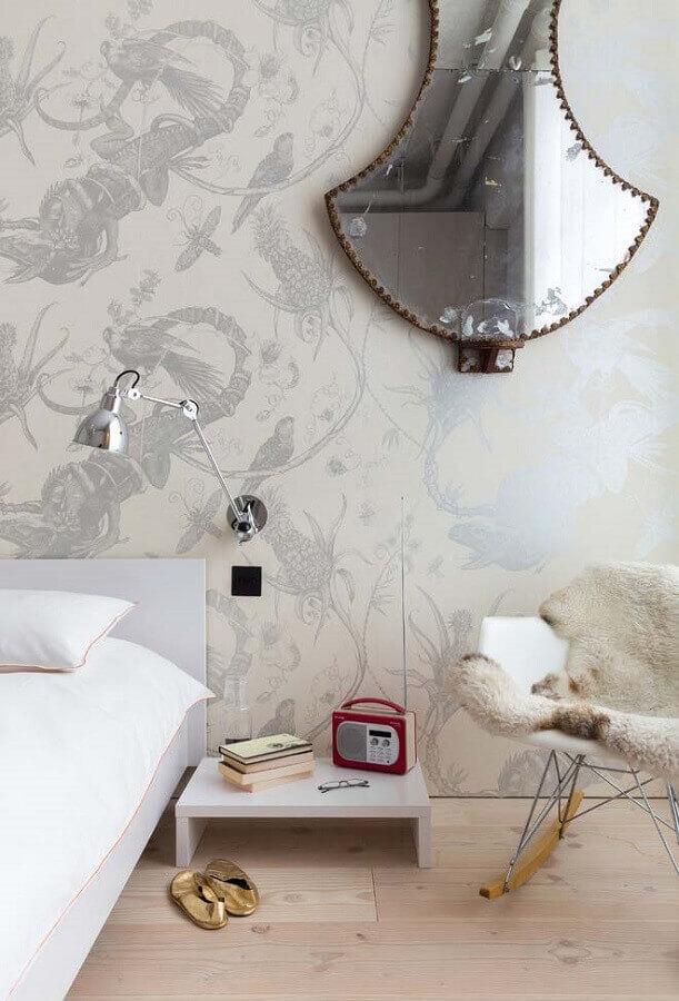 quarto decorado com papel de parede e cadeira de balanço eames Foto Decoholic