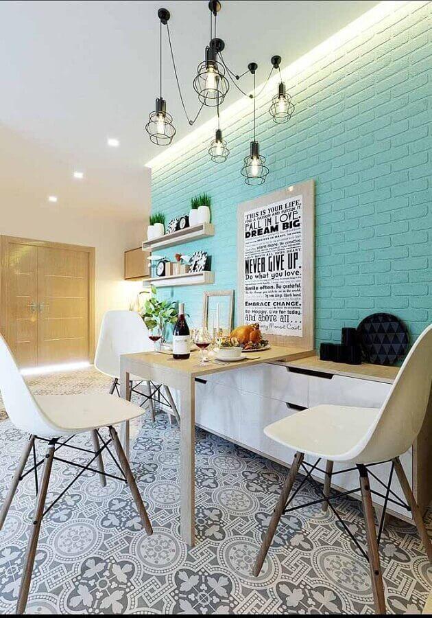 sala de jantar decorada com parede de tijolinho pintada com tinta verde água Foto Zozu