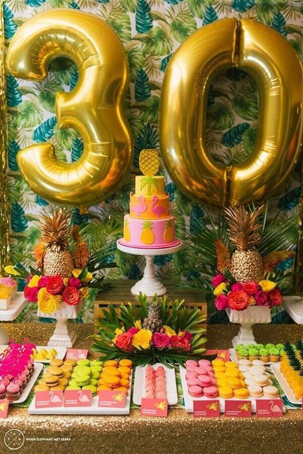 birthday party themes decorated with flowers and foliage Foto Pinosy