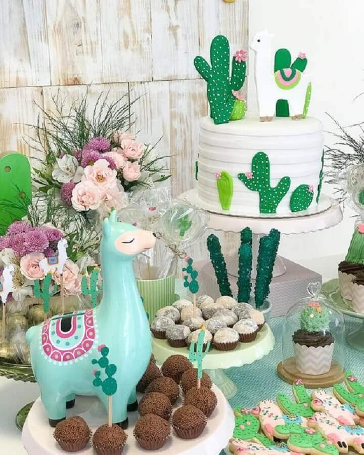 birthday party themes decorated with llamas and cacti Foto Pinosy