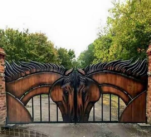 Amantes de cavalo podem incluir essa portão na entrada de chácara
