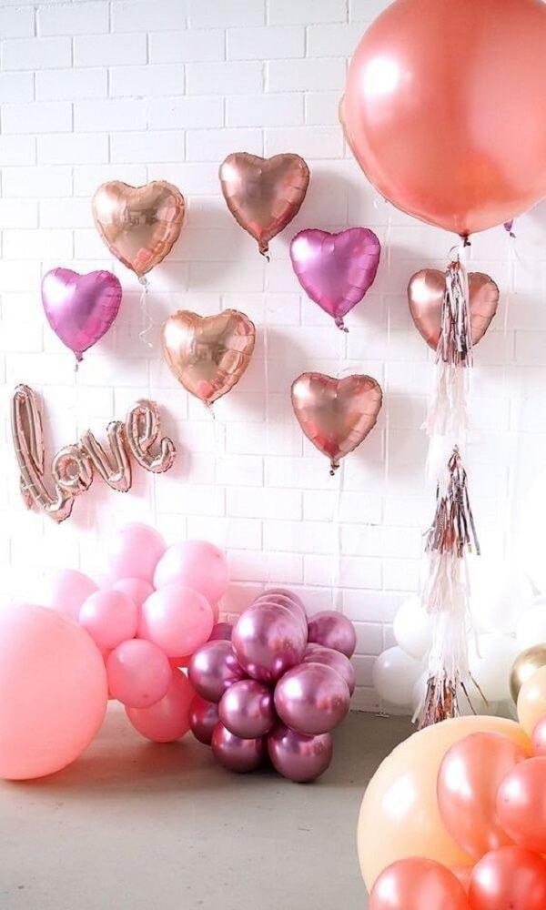 As bexigas em formato de coração fazem muito sucesso no dia dos namorados. Fonte: Pinterest