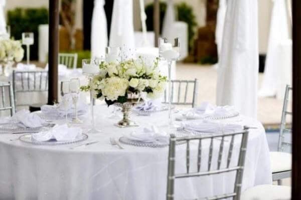 Bodas de prata com cadeiras prateadas