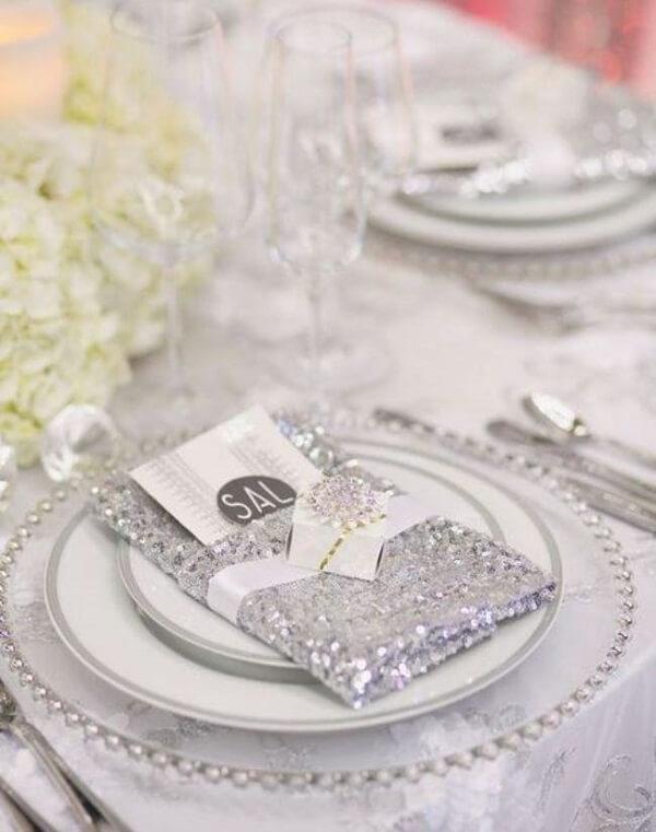 Bodas de prata lembrancinhas no prato dos convidados