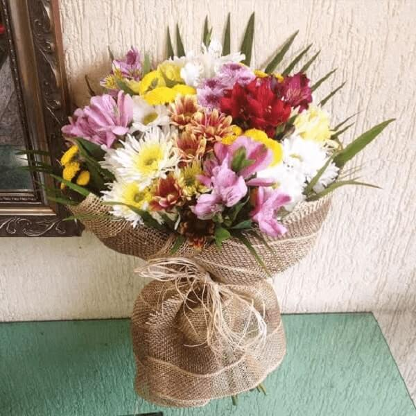 Buquê de flores do campo para decorar a casa