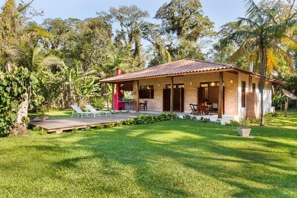 Casa de campo rústica de tijolo aparente