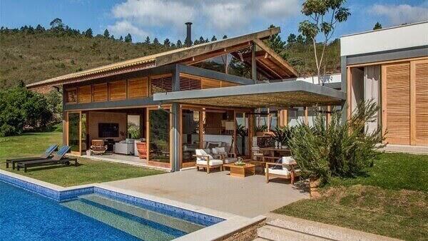 Casa de chácara com varanda e piscina