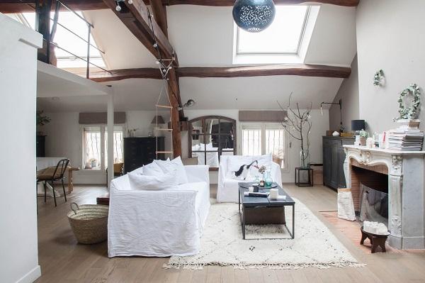 Casa rústica com claraboia