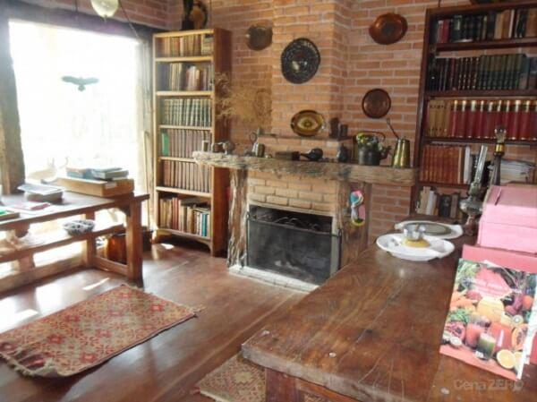 Casa rústica com madeira de demolição