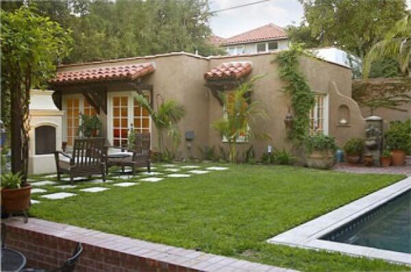 Casa rústica com paisagismo