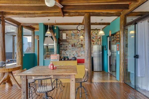 Casa rústica com pilares de madeira