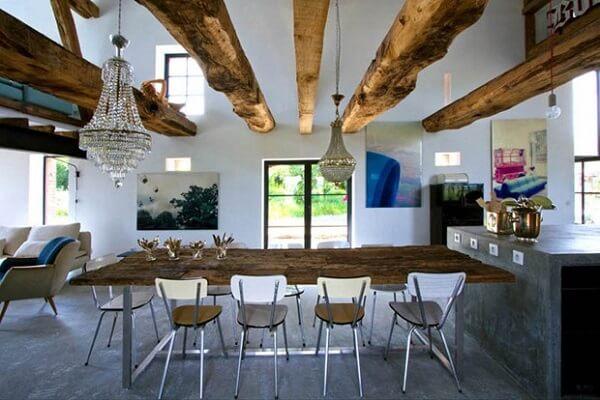 Casa rústica com piso e bancada de cimento queimado