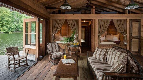 Casa rústica de veraneio perto de lago