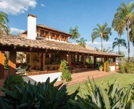 Casa rústica elegante e aconchegante