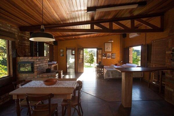 Casa rústica em estilo loft no campo