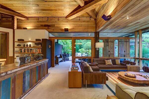 Casas de madeira podem utilizar materiais de demolição