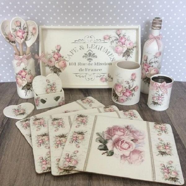 Conjunto de itens decorados com a técnica de decoupage