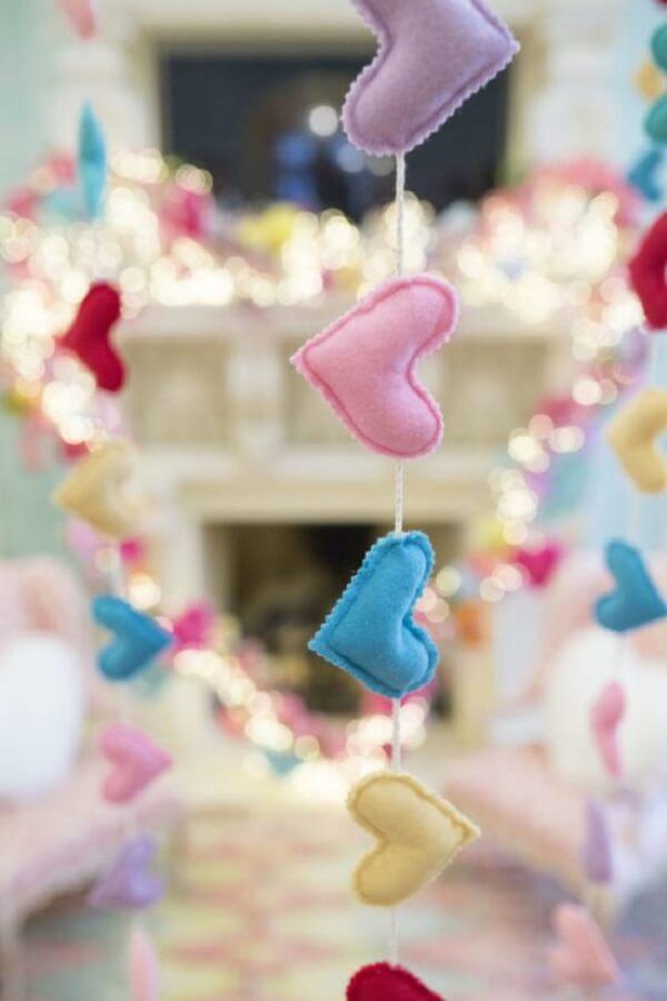 Corações de feltro deixa o dia dos namorados ainda mais personalizado. Fonte: Pinterest