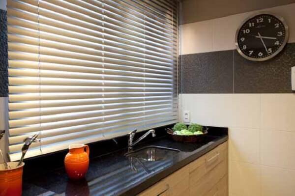 Cortina para cozinha em estilo persiana
