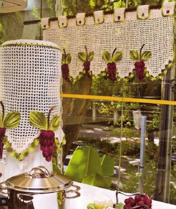Cortina para cozinha produzida em crochê