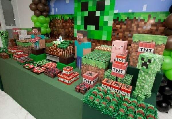 Decoração de mesa de bolo com tema festa minecraft