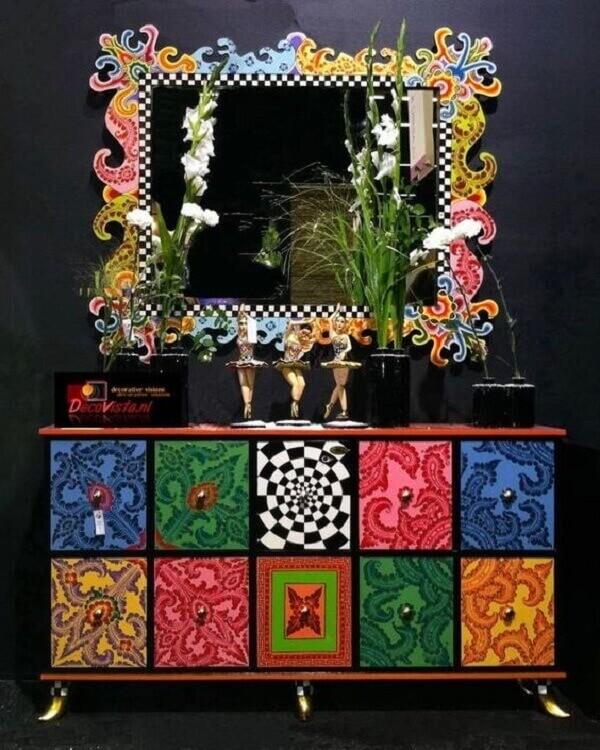 Decoração em decoupage com tecidos coloridos