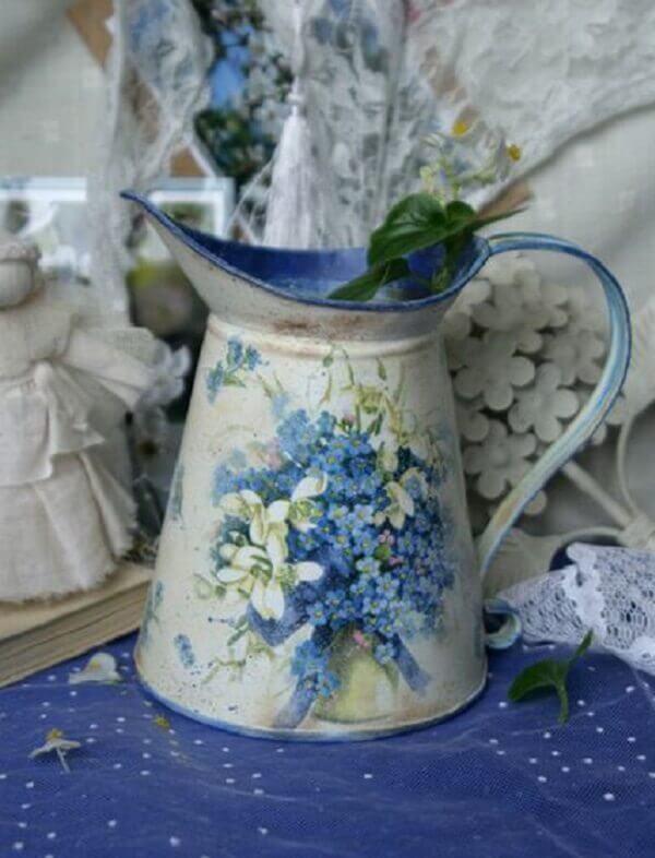 Decoupage aplicada em uma jarra