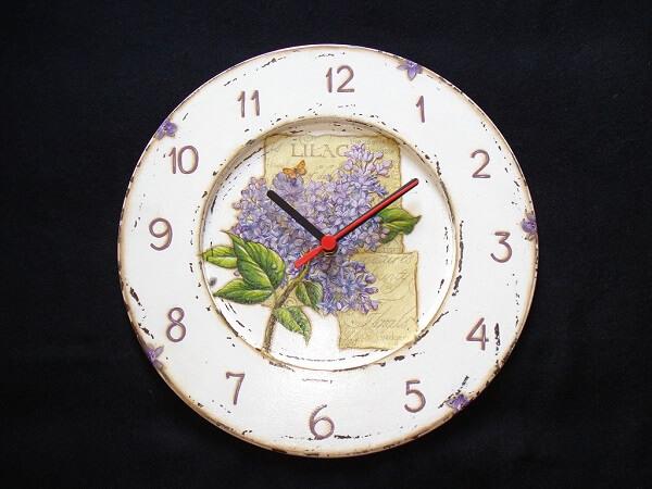 Decoupage aplicada em uma peça de relógio