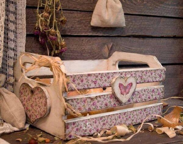 Decoupage em madeira com estampa floral