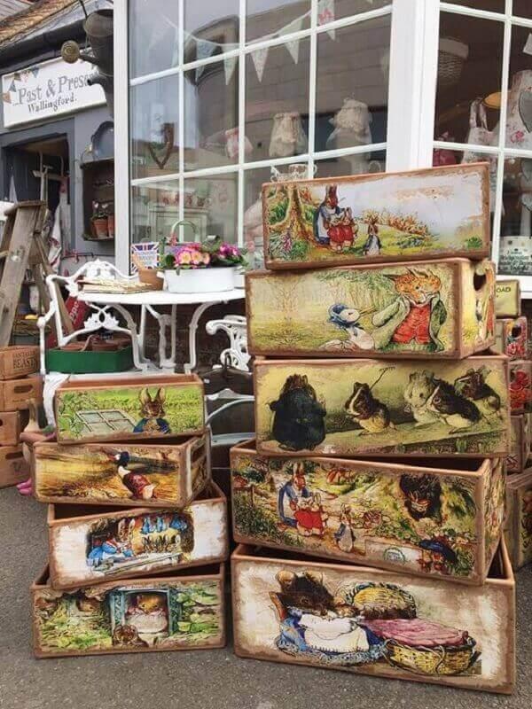 Caixas de madeira decoradas com a técnica de decoupage