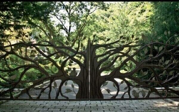 Entrada de chácara com design de árvore